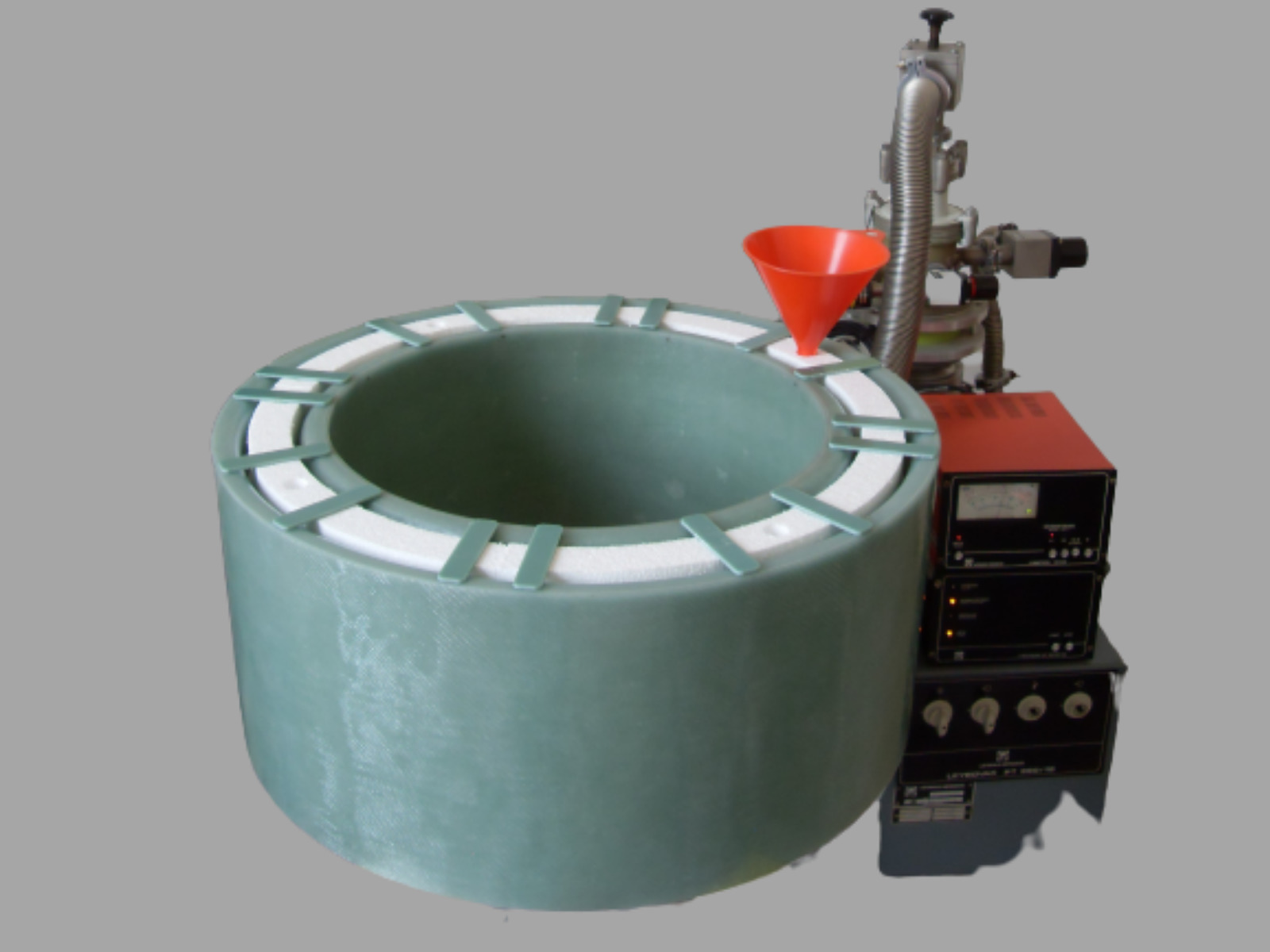 800 mm non-metalic cryostat