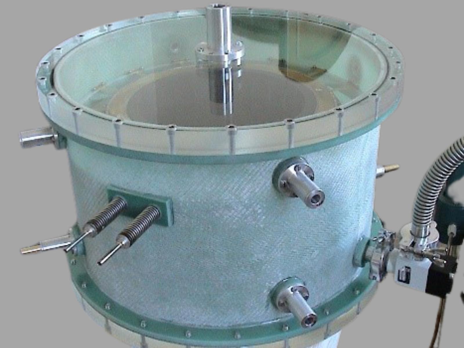 Non-metalic SMB cryostat