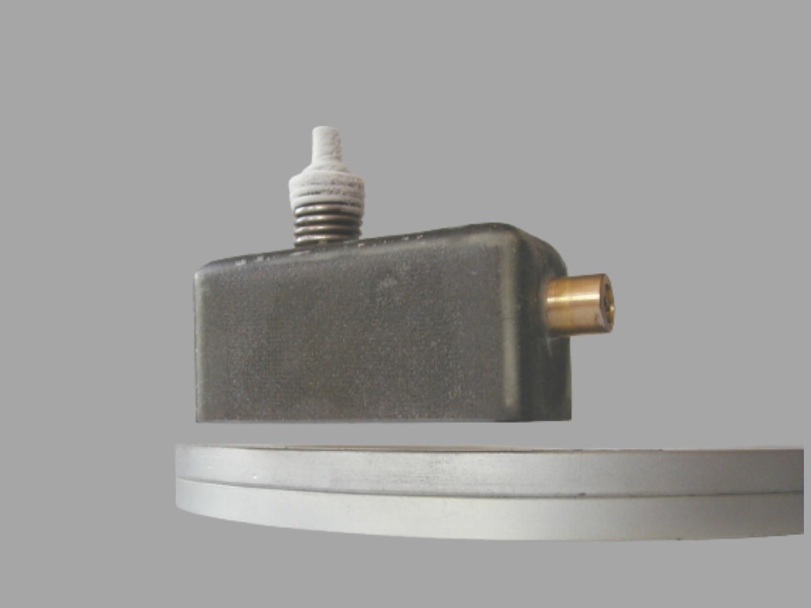 Maglev mini-cryostat